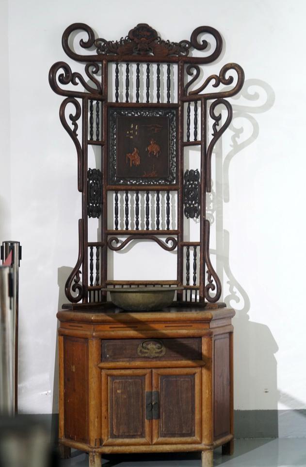 甯波父子開的甬式家具博物館一年了:再難也願再堅持30年