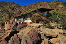 在沙漠中和环境融为一体的建筑